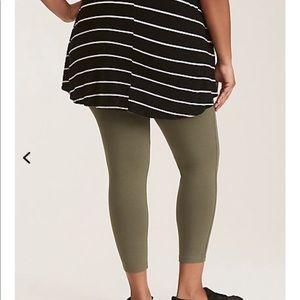 Torrid Sz 2 olive green leggings crop Capri